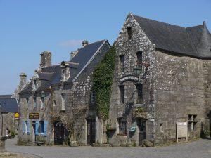 Grande place de Locronan, librairie celtique, Finistère, Bretagne