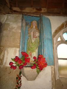 Statue de la chapelle Notre Dame du Hellen d'Edern